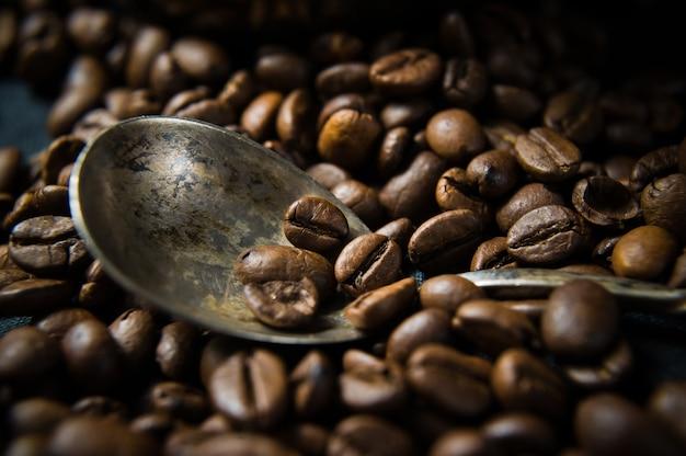 Colher em grãos de café.