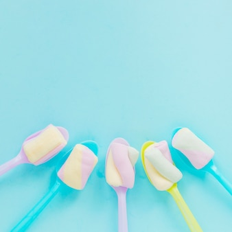 Colheres com marshmallows