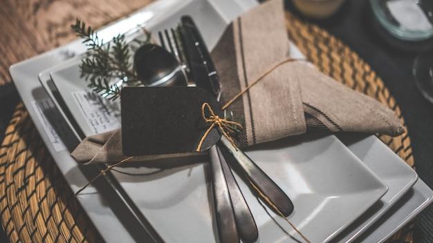 Colheres de prata de utensílios de cozinha e garfos