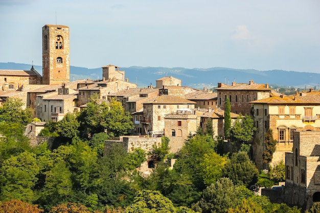 Colle di val d'elsa, itália bela arquitetura de colle di val d'elsa, pequena cidade na província de siena, toscana