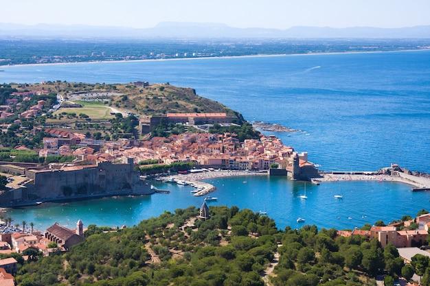 Collioure, casas e muralhas medievais da fortaleza, languedoque rosilhão