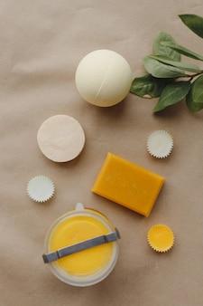 Colocação plana do conjunto de tratamento de sabonete de ingrediente natural para spa