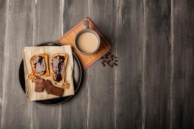 Colocar o chocolate no pão liso