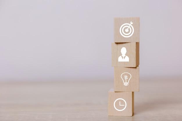 Coloque os blocos de madeira conceito de serviço de negócios para o sucesso planejamento de estratégia de negócios para vender a vitória.