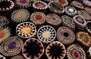 Coloridos chapéus egípcio
