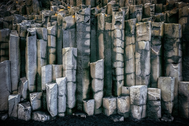 Colunas de basalto perto de vik, islândia.