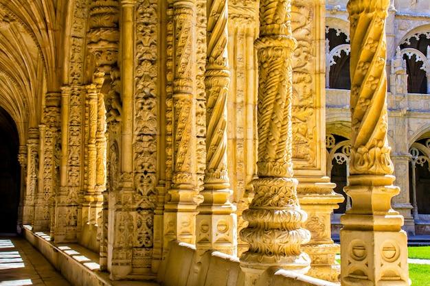 Colunas dentro do mosteiro dos jerônimos