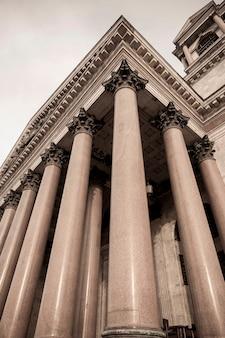 Colunata da catedral de santo isaac, praça de santo isaac, são petersburgo, rússia