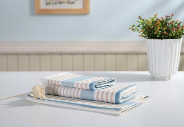 Colurfull lençóis para venda no mercado de madiwala