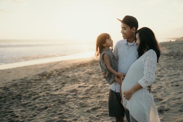 Com a família curtindo a praia
