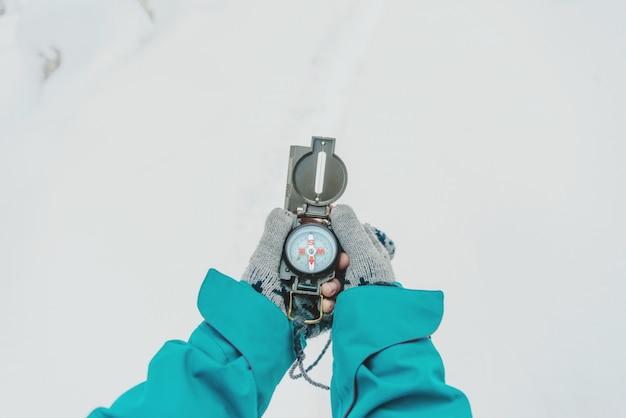Com bússola no inverno