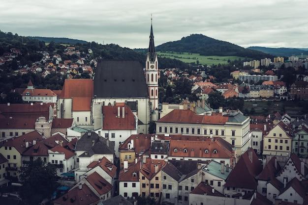 Com vista para a histórica cidade de cesky krumlov. república checa