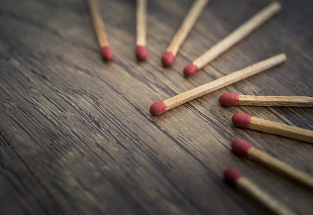 Combine o destaque do conceito da liderança dos fósforos, conceito da individualidade.