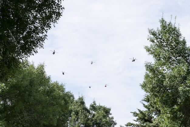 Comboio de helicópteros militares das forças armadas espanholas