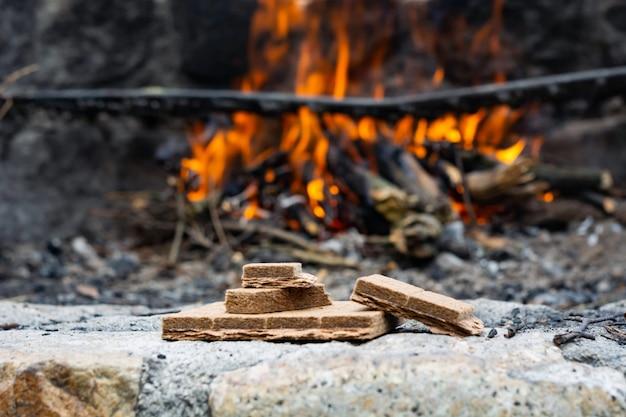 Começando o kindling para um fogo