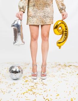 Comemorando composição pernas e balões 19