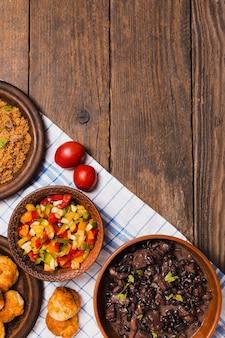Comida brasileira com copia espaço