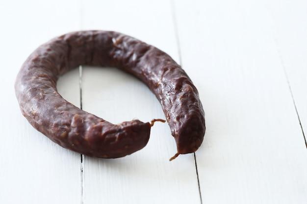 Comida, carne. salsicha deliciosa em cima da mesa