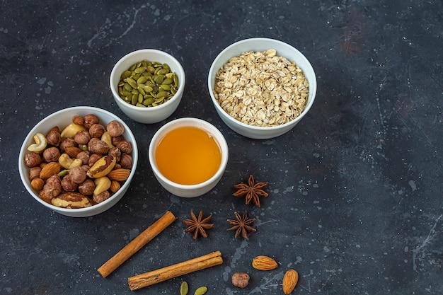 Comida caseira, lanche vegetariano saudável granola, muesli