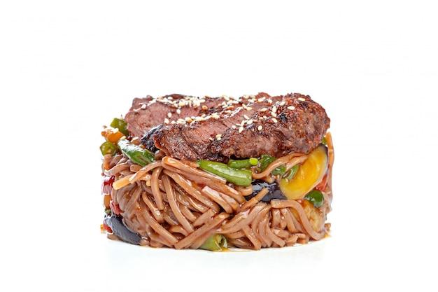Comida chinesa de wok,