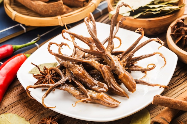 Comida chinesa. língua de pato temperada
