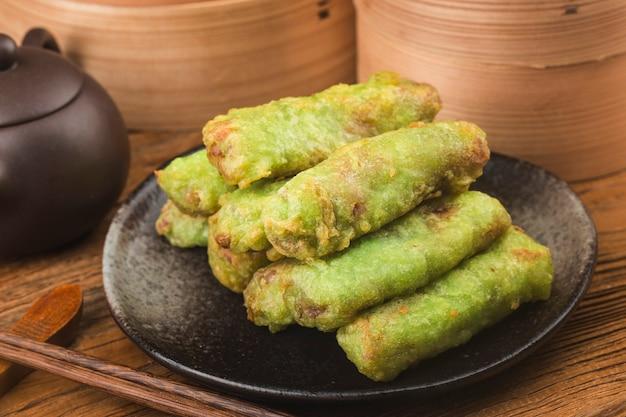 Comida chinesa, rolinhos primavera chineses fritos
