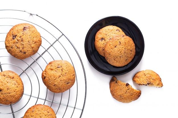 Comida conceito fresco asse orgânicos caseiros grãos integrais e biscoitos de manteiga de farelo de trigo com espaço de cópia