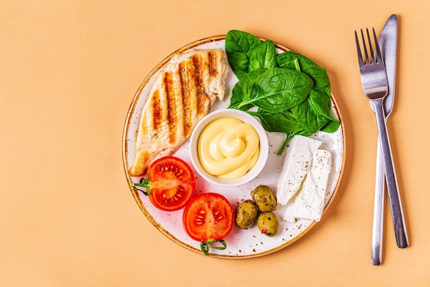 Comida de dieta cetogênica, conceito de refeição saudável, vista superior, espaço de cópia.