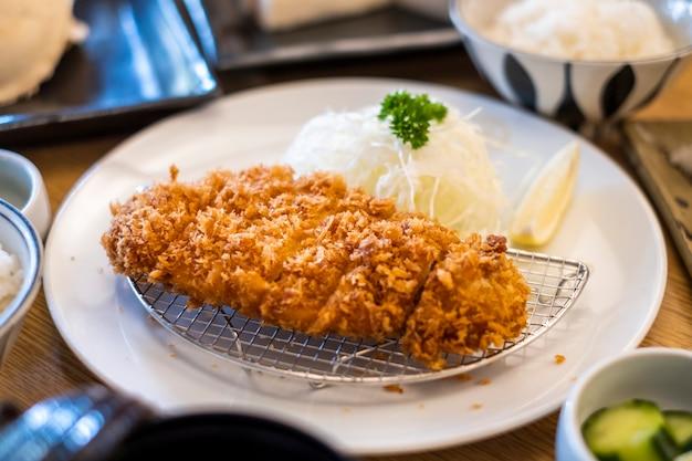 Comida de estilo japonês de porco tonkatsu