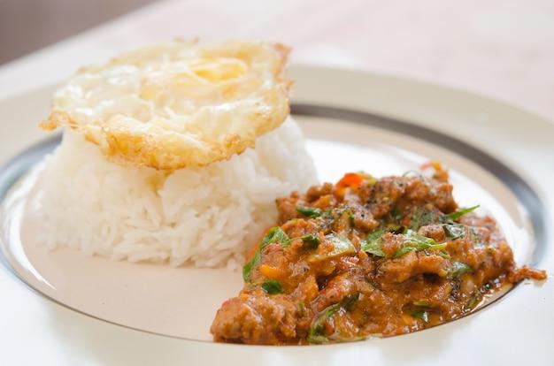 Comida de estilo tailandês