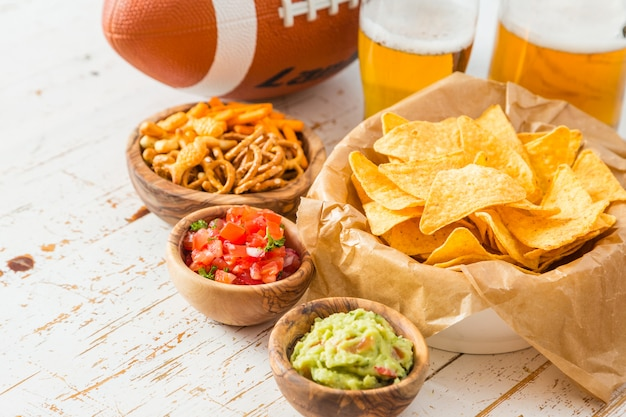 Comida de festa de futebol, super bowl day, nachos guacamole