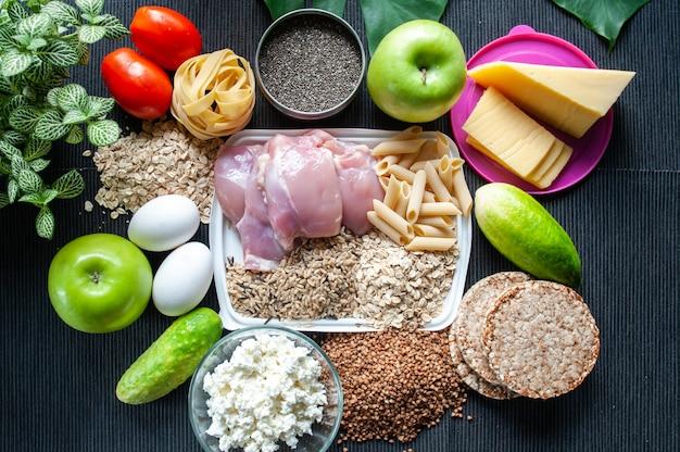 Comida de fitness. tema de nutrição e esportes. corpo desfiado. nutrição esportiva. estilo de vida saudável
