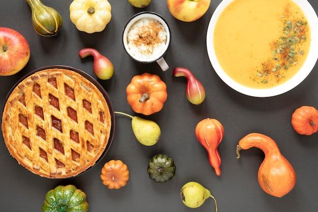 Comida de outono vista superior com fundo cinza