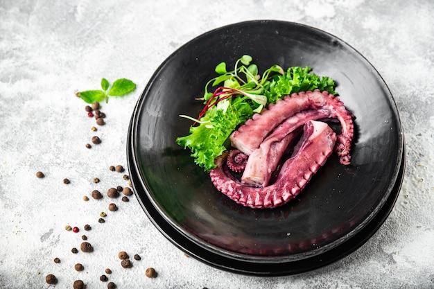 Comida de polvo em um prato de frutos do mar segundo prato fresco pronto para comer refeição lanche na mesa cópia espaço