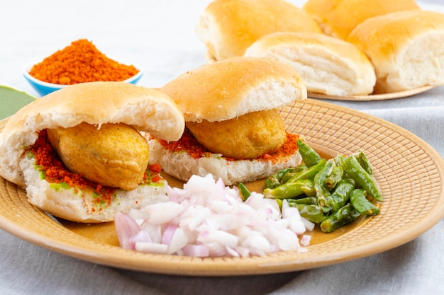 Comida de rua famosa indiana vada pav