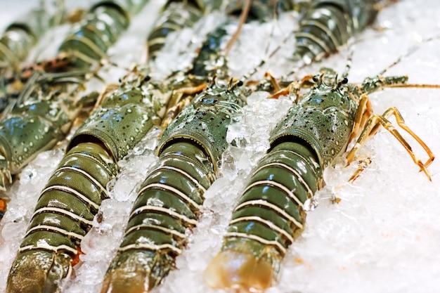 Comida de rua na ásia lagostas