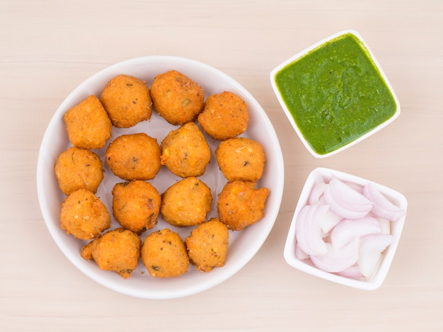 Comida de rua picante indiana dal vada