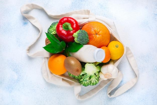 Comida de sacola de compras. produtos para aumentar a imunidade.