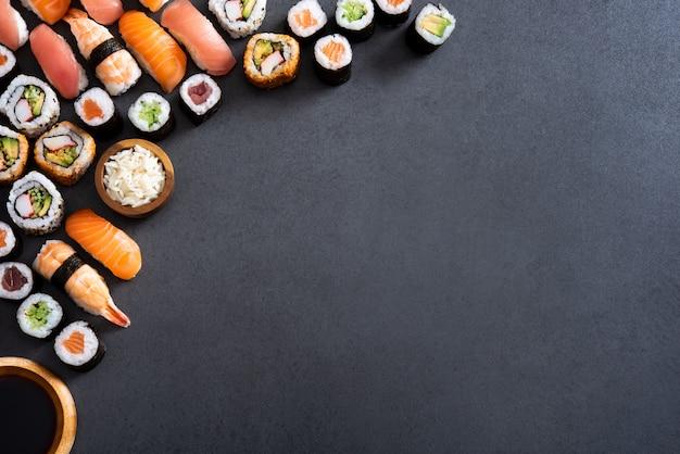 Comida de sushi e canto de rolos de maki