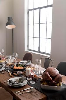 Comida deliciosa na mesa para o dia de ação de graças