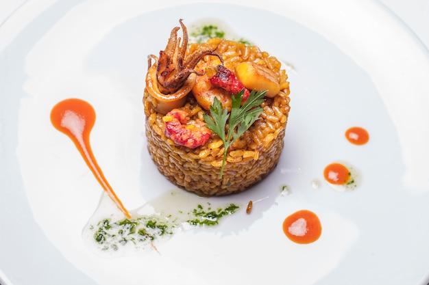 Comida deliciosa paella arroz cocina