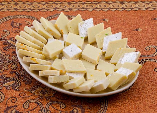Comida doce especial indiana kaju katli