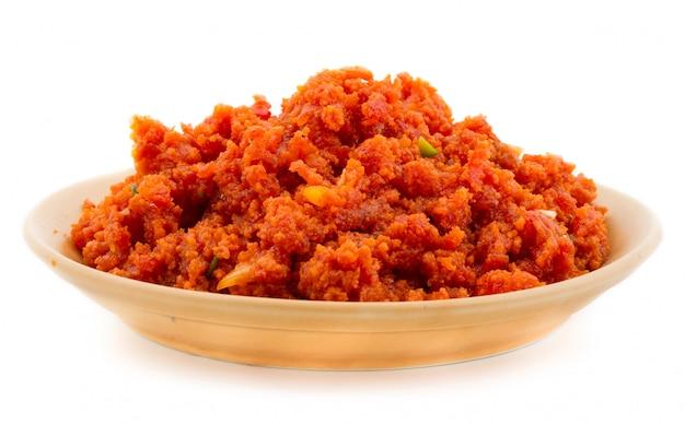 Comida doce indiana cenoura halwa Foto Premium