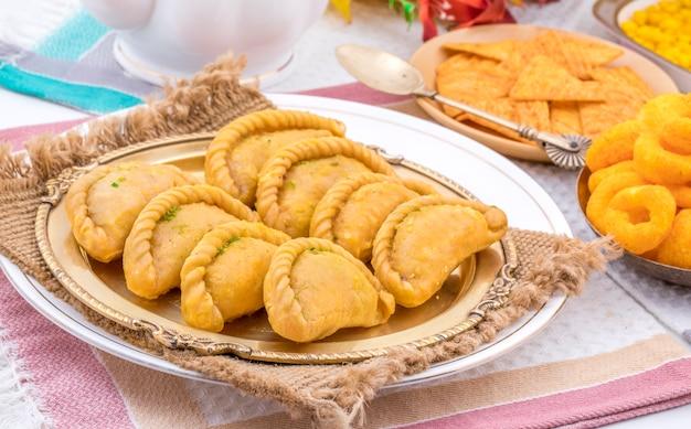 Comida doce indiana gujiya