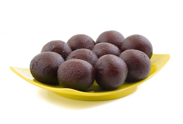 Comida doce indiana sweet black gulab jamun