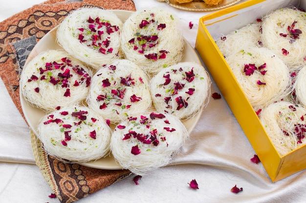 Comida doce tradicional indiana desi ghee ki pheni