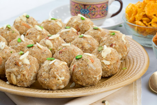 Comida doce tradicional indiana urad dal laddu