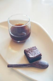 Comida e bebida no café