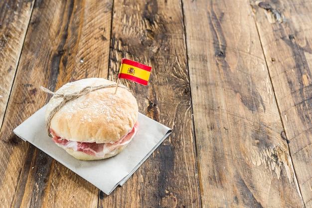 Comida espanhola sanduíche de geleia