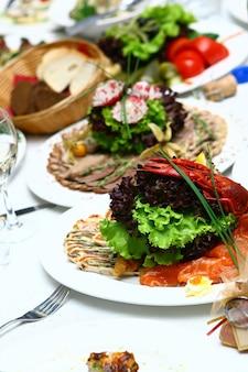 Comida fresca e saborosa na mesa